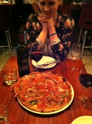 Prosciutto pizza and red wine